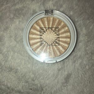 OFRA Highlighter in the shade Star Island
